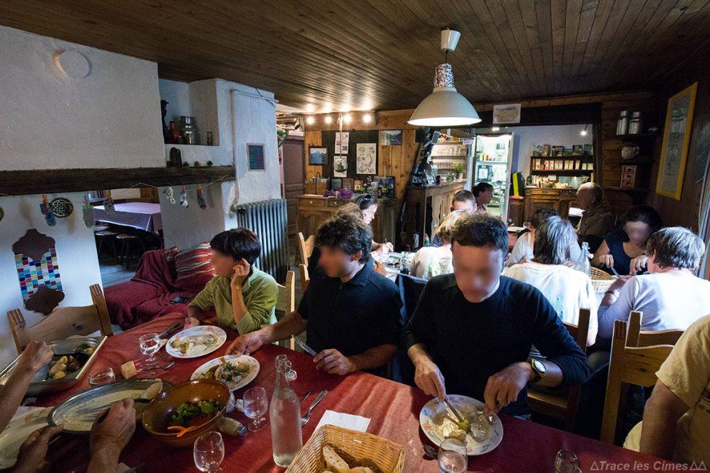 Intérieur salle repas du Gîte d'étape de La Monta, Queyras