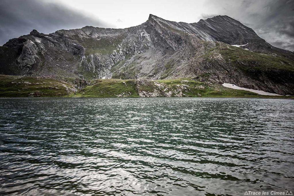 Le Lac Égorgéou avec La Crête de La Taillante, Queyras (Hautes-Alpes) - Trek sous la pluie