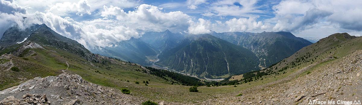 Vue panoramique sur le vallon de Ristolas et le Queyras depuis La Crête de Peyra Plata, Hautes-Alpes