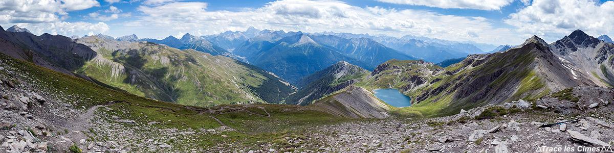 Vue panoramique sur le paysage du Queyras depuis le Pic du Malrif, Hautes-Alpes