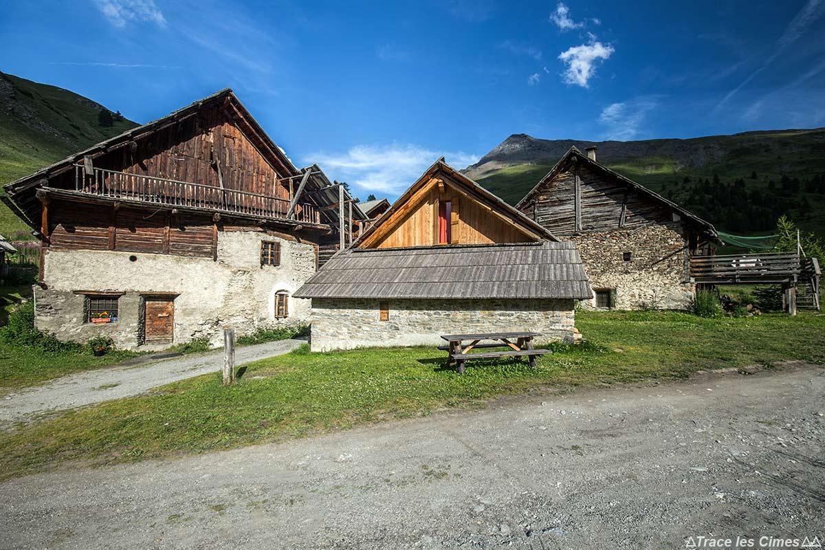Chalets en bois, hameau des Fonts de Cervières - Tour du Queyras GR 58, Hautes-Alpes