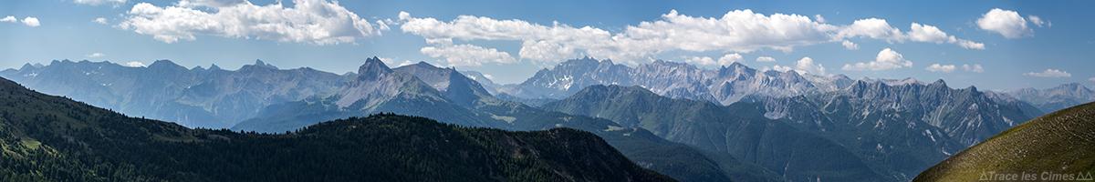 Vue panoramique sur les sommets du Queyras, Hautes-Alpes