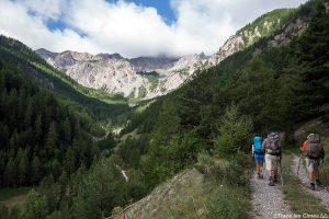 Sentier de randonnée avec le Pic du Béal Traversier - Queyras, Hautes-Alpes