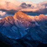 Coucher de soleil en montagne sur la Tête de Longet depuis le Refuge de Furfande - Queyras, Hautes-Alpes