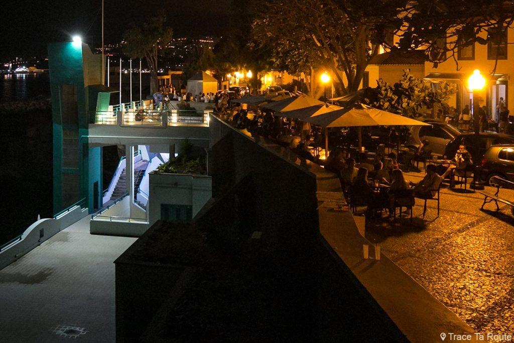 Terrasse du Barreirinha Bar Café le soir à Funchal, Largo do Socorro - Madère