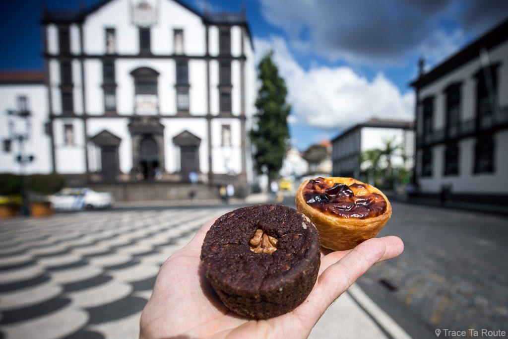 Bolo del mel et Pastel de nata de la patisserie traditionnelle Fabrica Santo Antonio - Travessa do Forno, Funchal, Madère