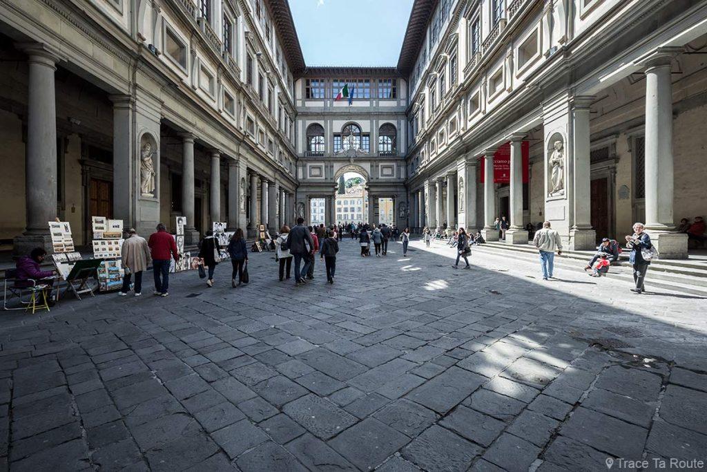 Piazzale degli Uffizi - Galerie des Offices, Musée de Florence