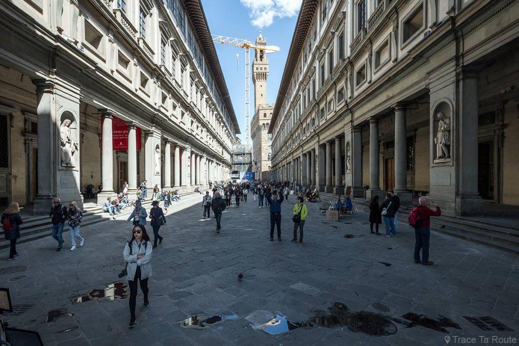 Piazzale degli Uffizi - Musée Galerie des Offices et le Palazzo Vecchio de Florence