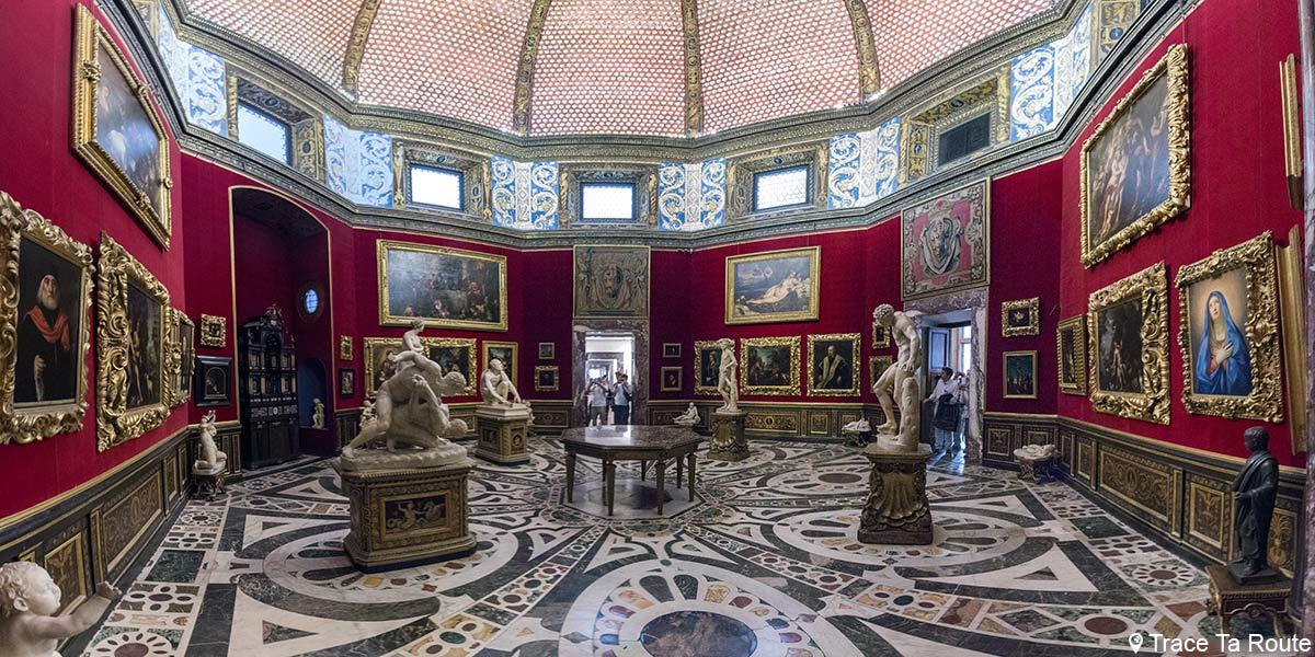 Salle La Tribune du Musée de la Galerie des Offices de Florence (La Tribuna, Galleria degli Uffizi di Firenze)