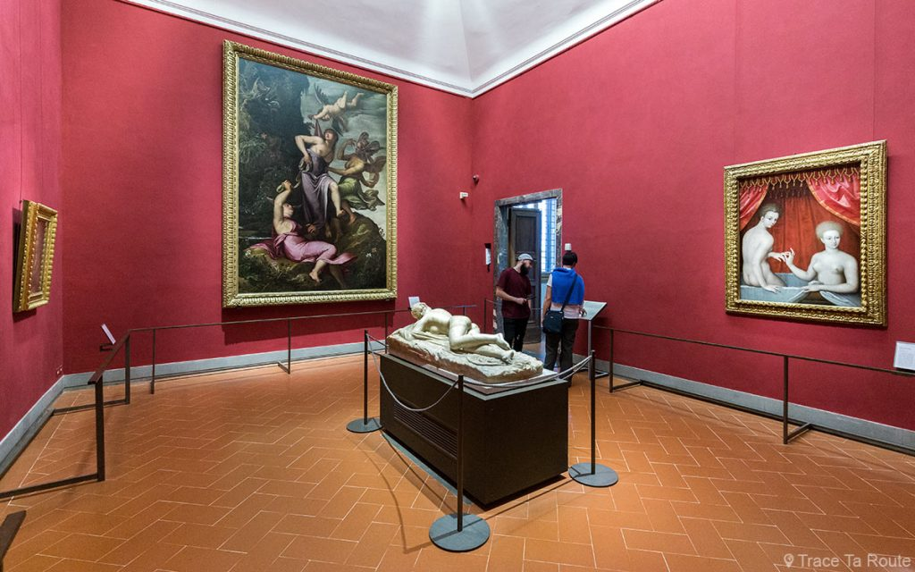 Salle d'Hermaphrodite : Statue d'Hermaphrodite, Jacopo LIGOZZI, Ecole de Fontainebleau (Deux Femmes au bain) - Musée de la Galerie des Offices de Florence (Galleria degli Uffizi di Firenze)