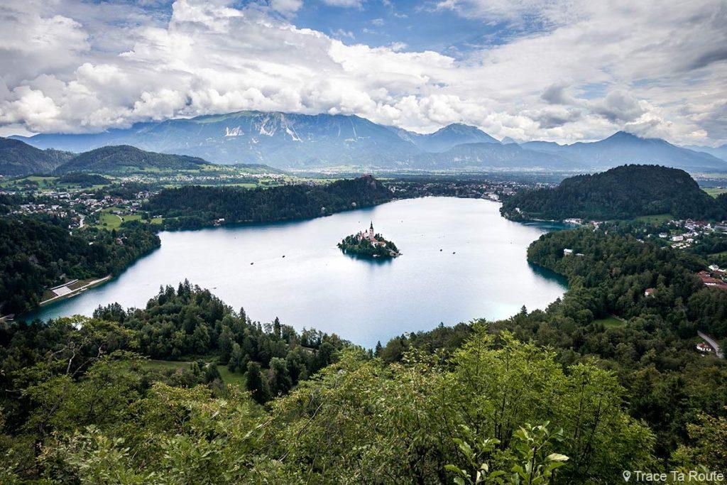 Vue sur le Lac de Bled depuis le sommet de la montagne Mala Osojnica, Slovénie - Blejsko jezero, Slovenia