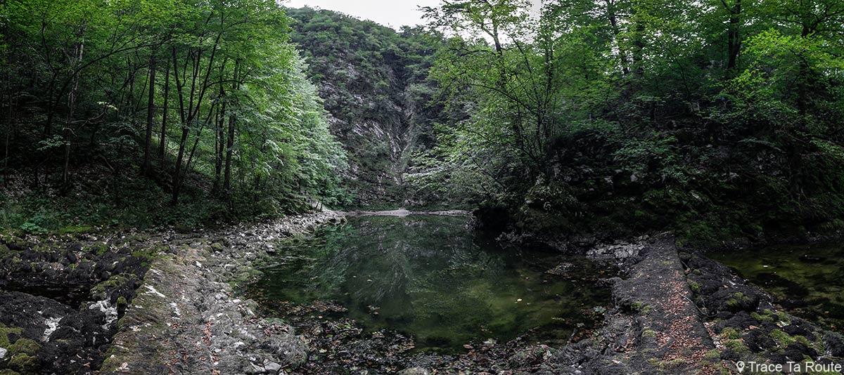 Lac Divje Jezero, près de la ville de Idrija en Slovénie - Slovenia / Slovenija
