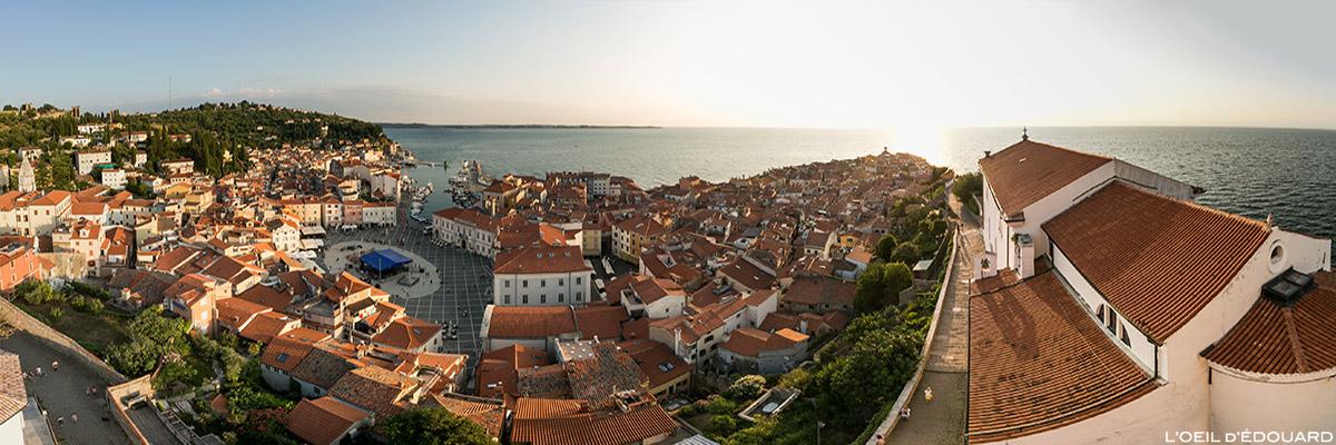 Vue panorama sur la ville Piran et la Mer Adriatique depuis le campanile Mestni zvonik, Slovénie - Slovenia / Slovenija