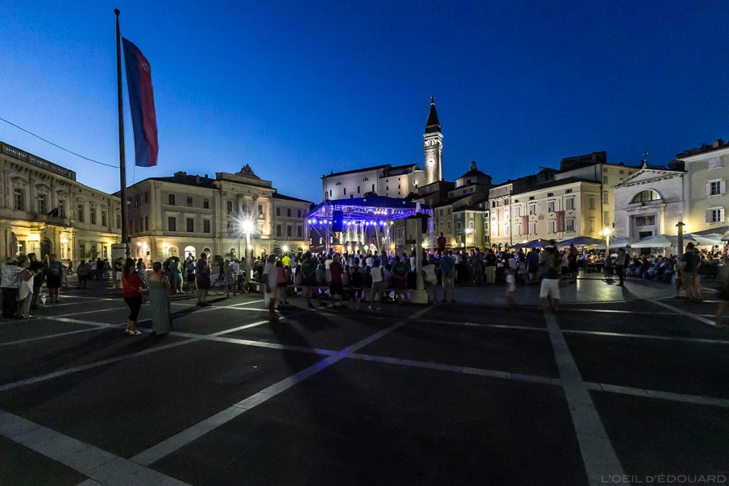 Concert au Festival Tartini sur la Place Tartini de Piran la nuit, Slovénie - Tartini Square, Slovenia / Tartinijev trg, Slovenija