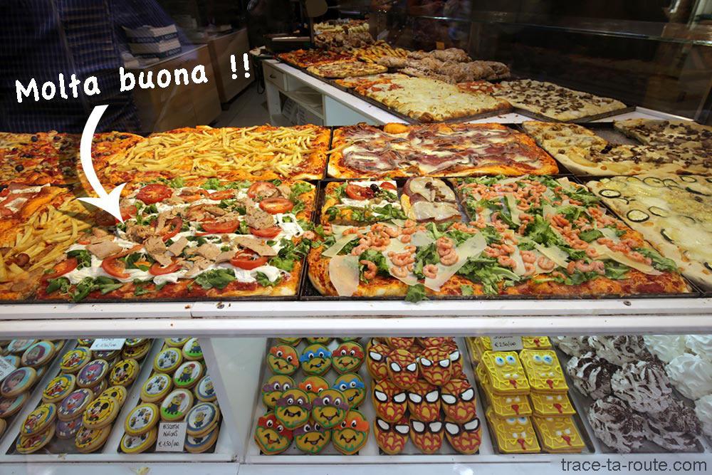 Vitrine pizzeria Il Fornaio à Bergame Italie - Pizza italiana Città Alta Bergamo
