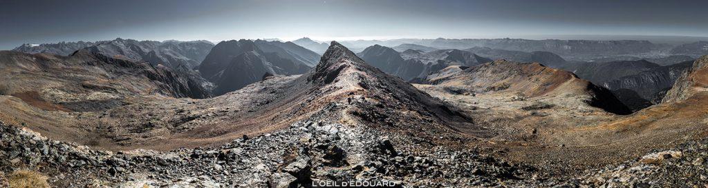Paysage de montagne : vue sur les Écrins, l'Oisons et le Vercors depuis l'arête pré-sommitale du Taillefer