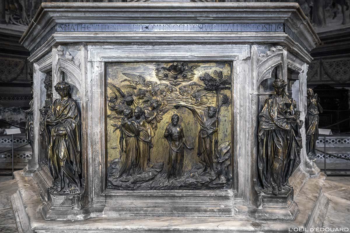 Baptême de Jésus (1427) Lorenzo Ghiberti - Font Baptismaux du Baptistère San Giovanni, Cathédrale de Sienne / Battessimo de Gesu (1427) Lorenzo Ghiberti - Fonte battesimale Battistero di San Giovanni, Duomo OPA Siena