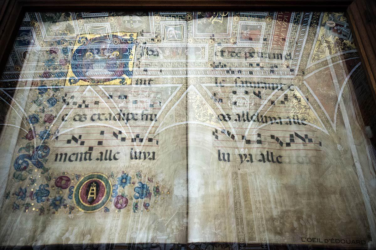 Livre antiphonaire musique Libreria Piccolomini à l'intérieur de la Cathédrale de Sienne - Duomo di Siena (Santa Maria Assunta)