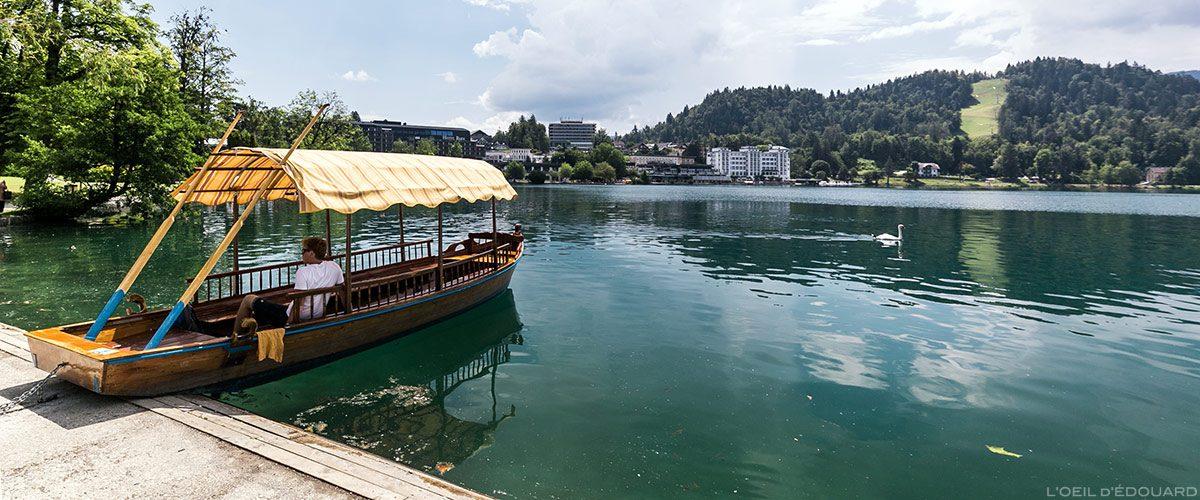 Barque Pletna sur les bords du Lac de Bled, Slovénie - Pletna Blejsko jezero, Slovenia Slovenija