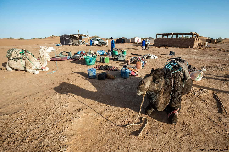 Camp de base du départ du trek dans le désert du Maroc