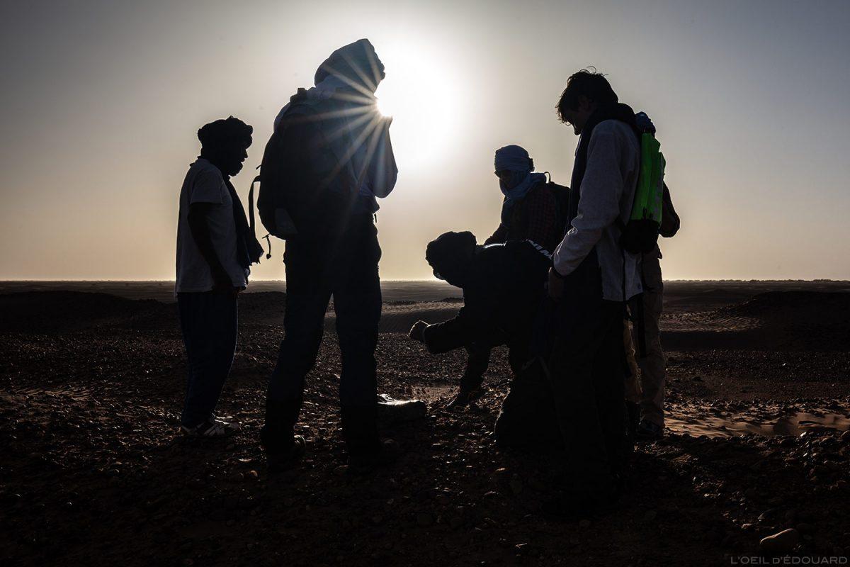 Découverte des fossiles dans le désert du Maroc avec Mélodie du Désert