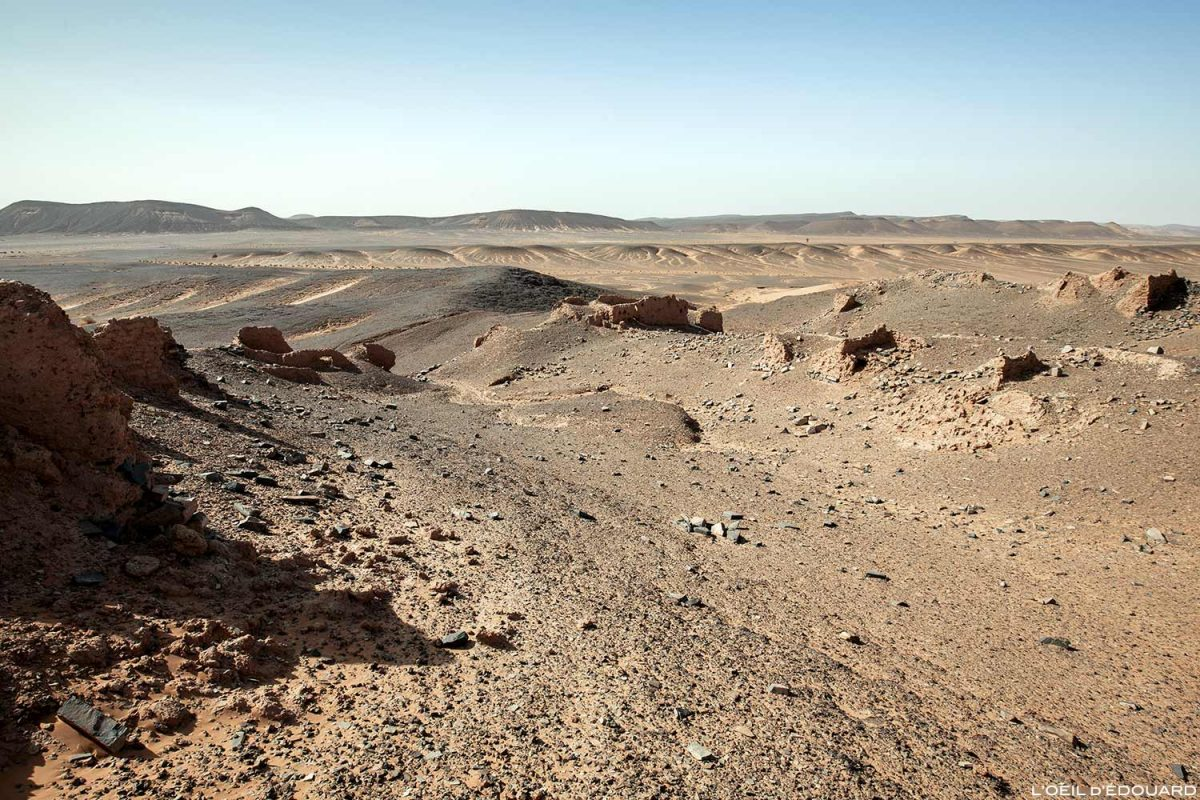 Ruine d'une kasbah dans le désert du Maroc