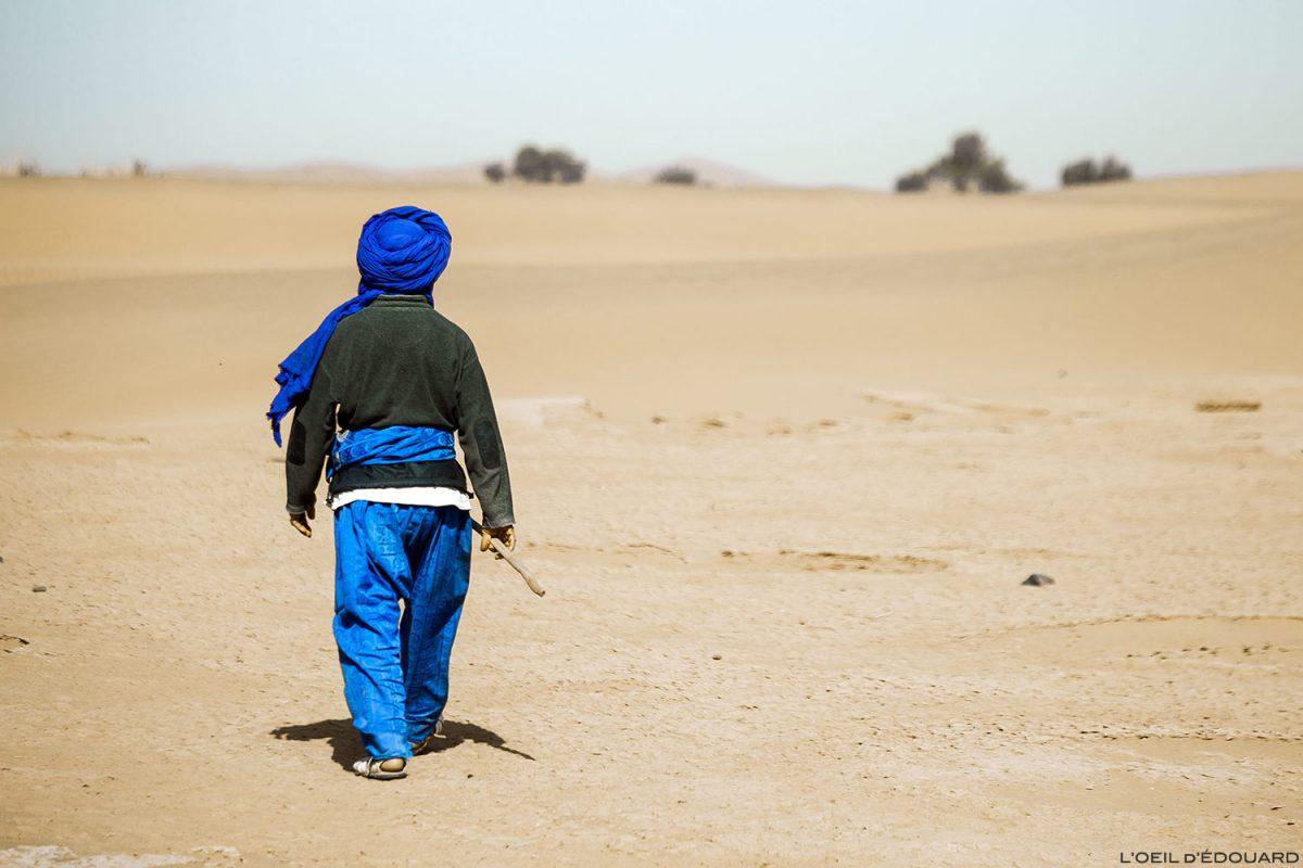 Nomade berbère dans le Désert du Maroc