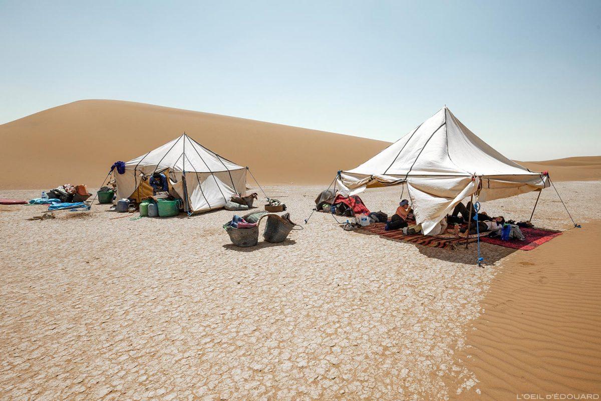 Tente bivouac nomade dans les dunes - Trekking du Désert du Maroc