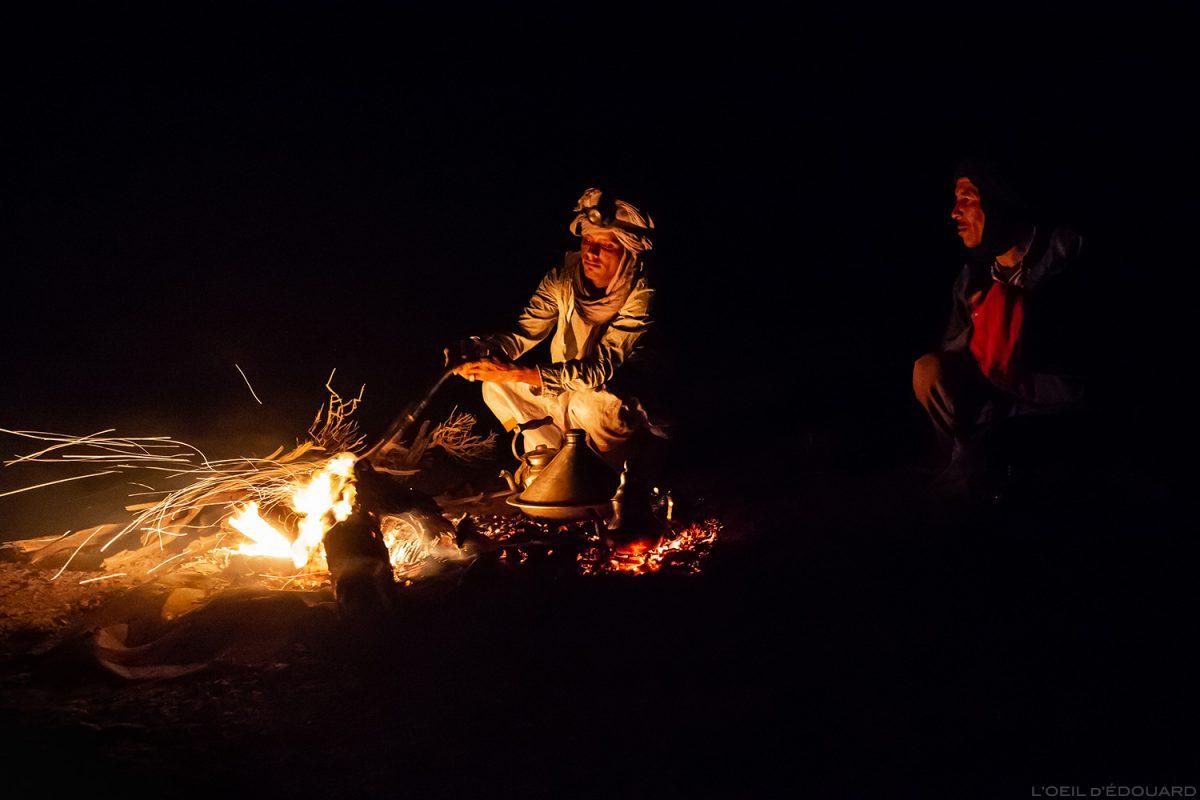 Nomades sahraouis autour du feu dans le Désert du Maroc - Mélodie du Désert © L'Oeil d'Édouard