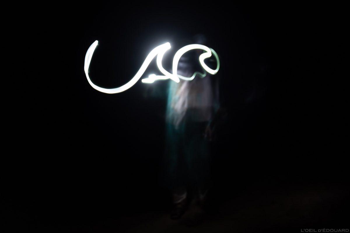 Light Painting écriture arabe dans le Désert du Maroc - Trek Mélodie du Désert © L'Oeil d'Édouard