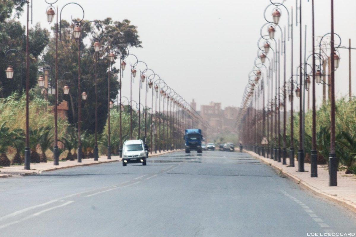 Avenue dans Ouarzazate, Maroc