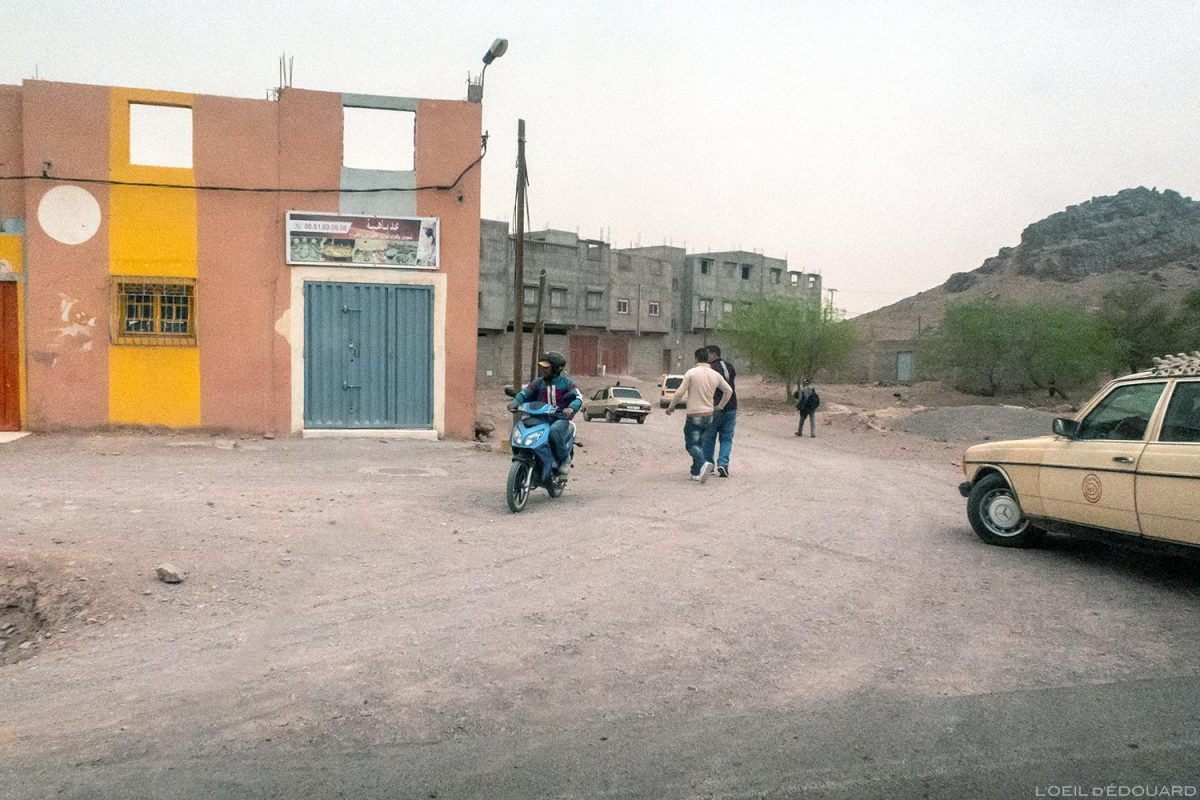 Scène de vie en scooter à Ouarzazate, Maroc