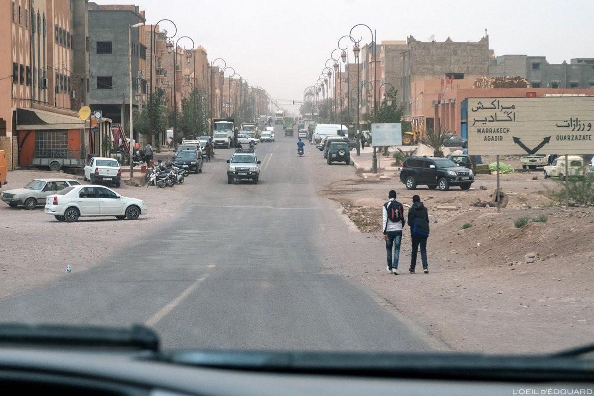 Boulevard dans Ouarzazate, Maroc