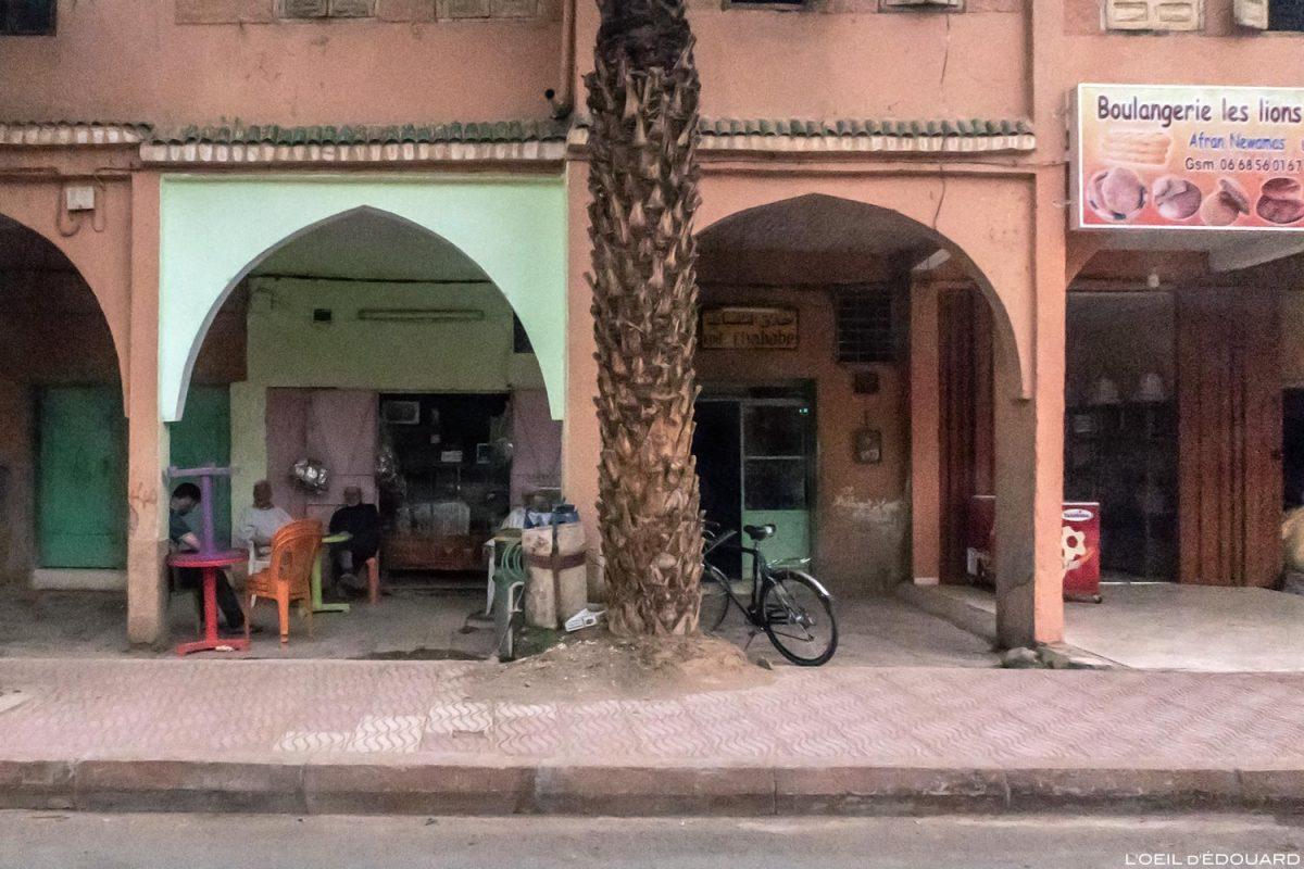 Rue de Agdz, Vallée du Draâ, Maroc
