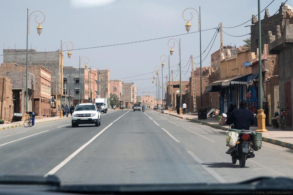 Rue de Zagora, sur la route N9 dans la Vallée du Draâ, Maroc