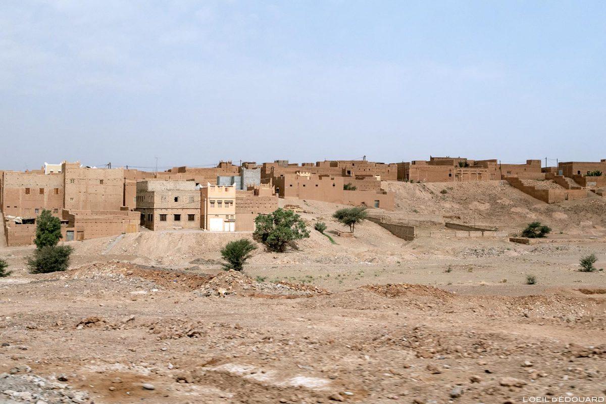 Village sur la route N9 dans la Vallée du Draâ, Maroc