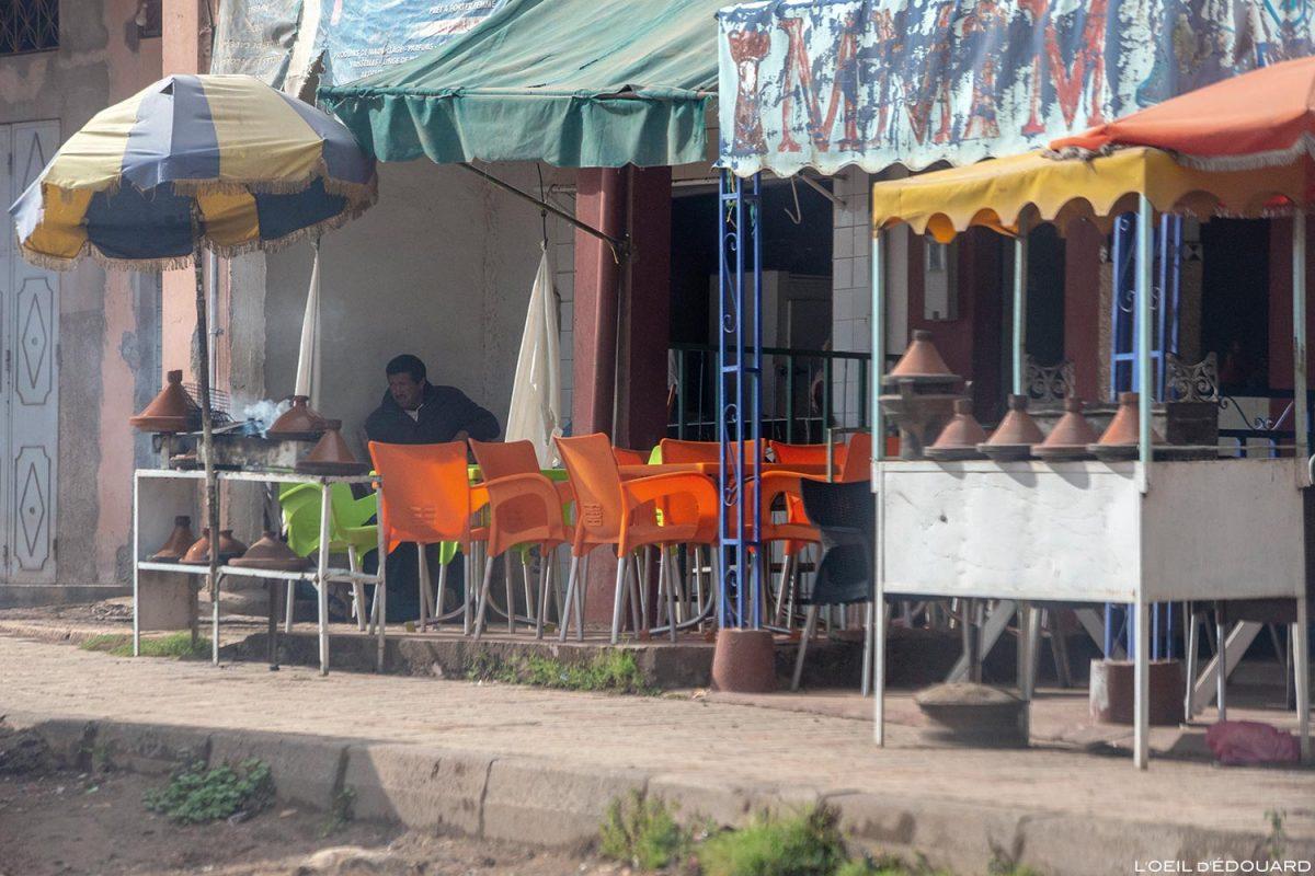 Boutiques sur le bord de la route de Touama, Maroc