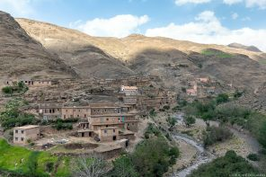 Village marocain de Aït Ben Hammar et l'Oued Tichka, Vallée du Tichka au Maroc