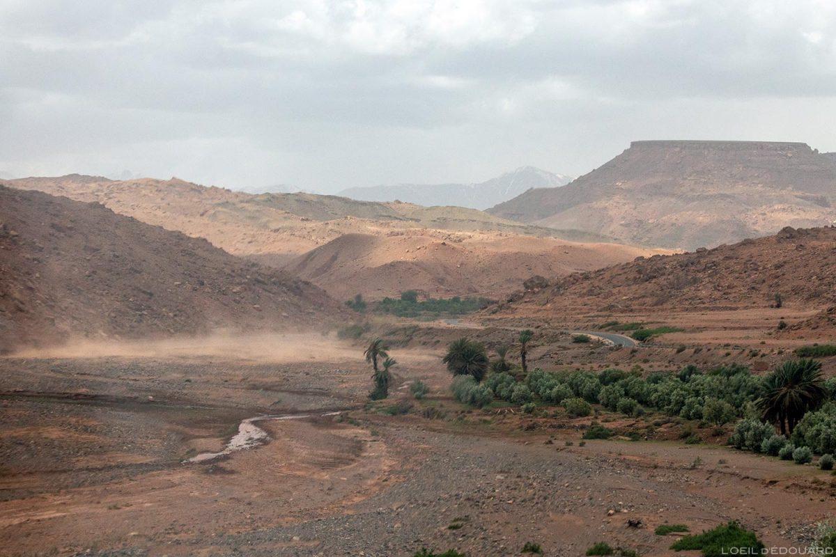 Oued dans les montagnes de l'Atlas, Maroc