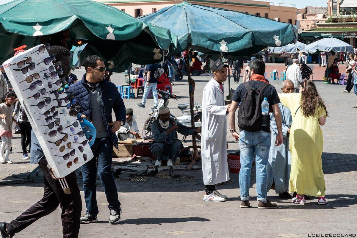 Charmeur de serpents sur la Place Jemaâ El-Fna de Marrakech, Maroc
