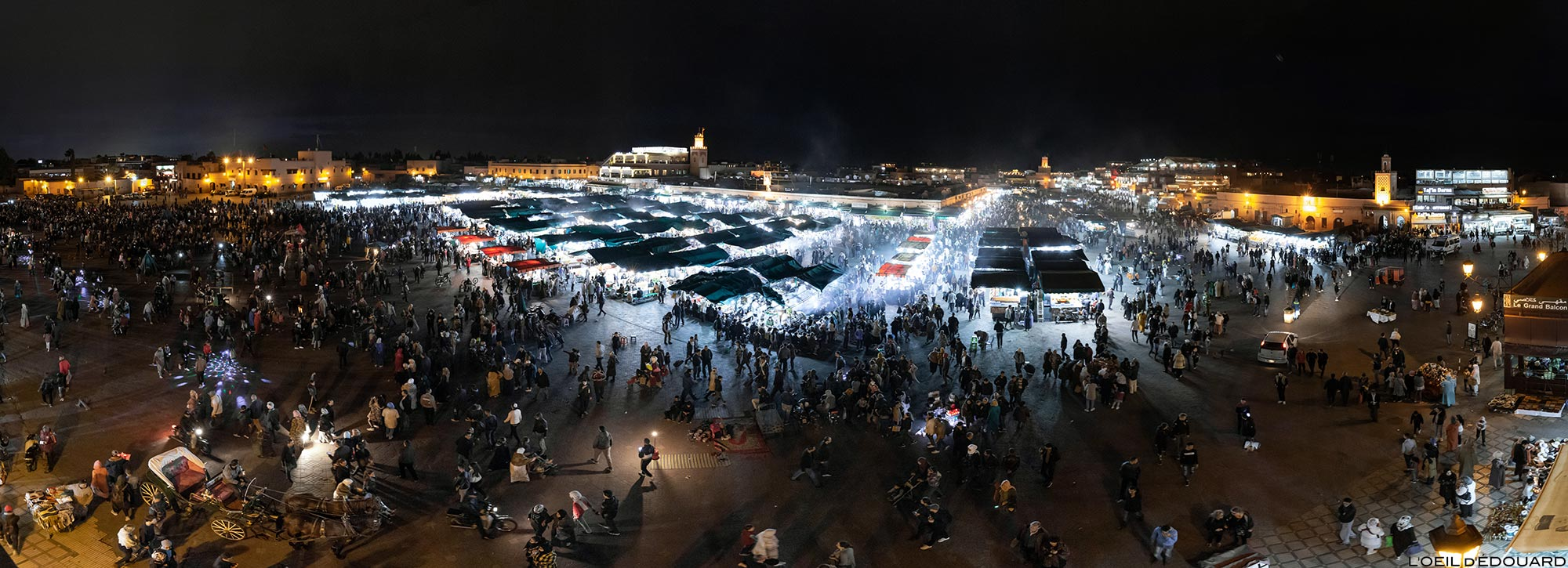 La Place Jemaâ El-Fna de Marrakech le soir depuis la terrasse du Grand Balcon du Café Glacier, Maroc © L'Oeil d'Édouard - Tous droits réservés