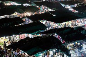 Stands de restauration sur la Place Jemaâ El-Fna de Marrakech le soir, Maroc © L'Oeil d'Édouard - Tous droits réservés