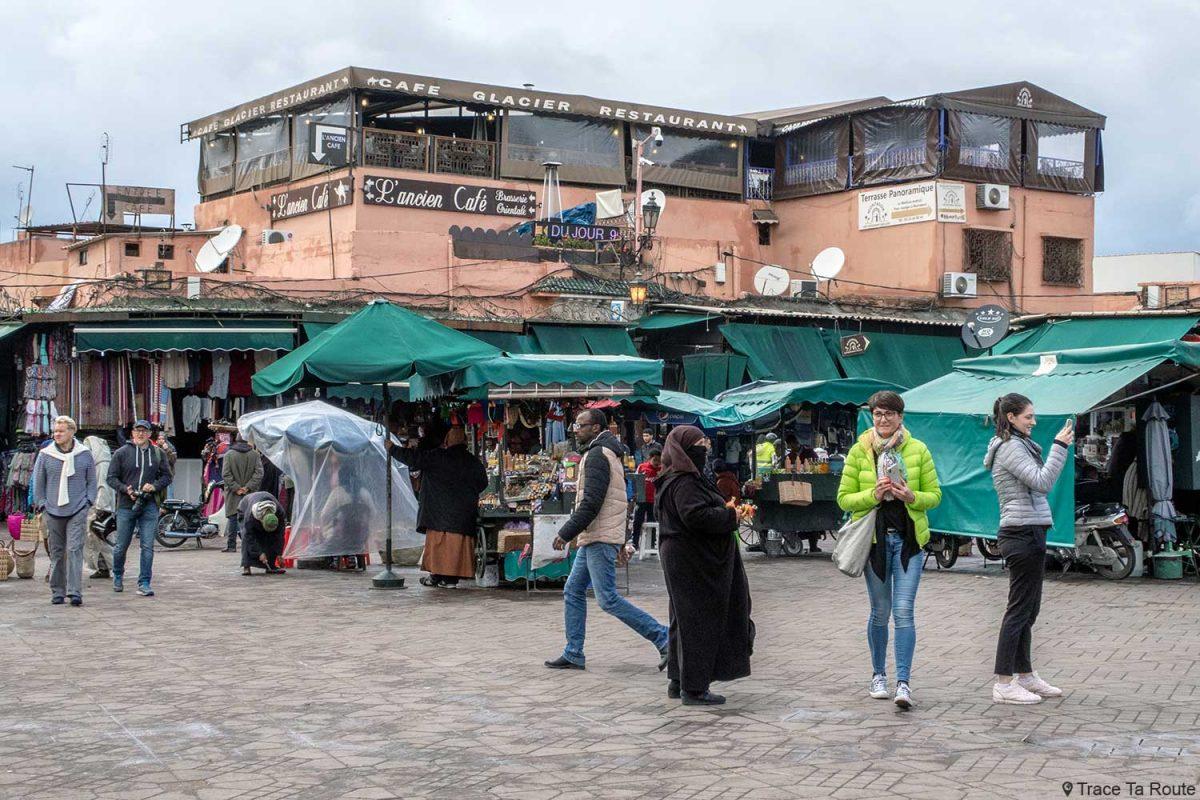 Restaurant Montassir sur la Place Jemaâ El-Fna de Marrakech, Maroc