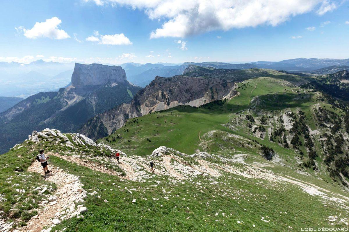 Le Mont Aiguille et le Pas de Bachassons depuis la montée au sommet du Grand Veymont, Vercors