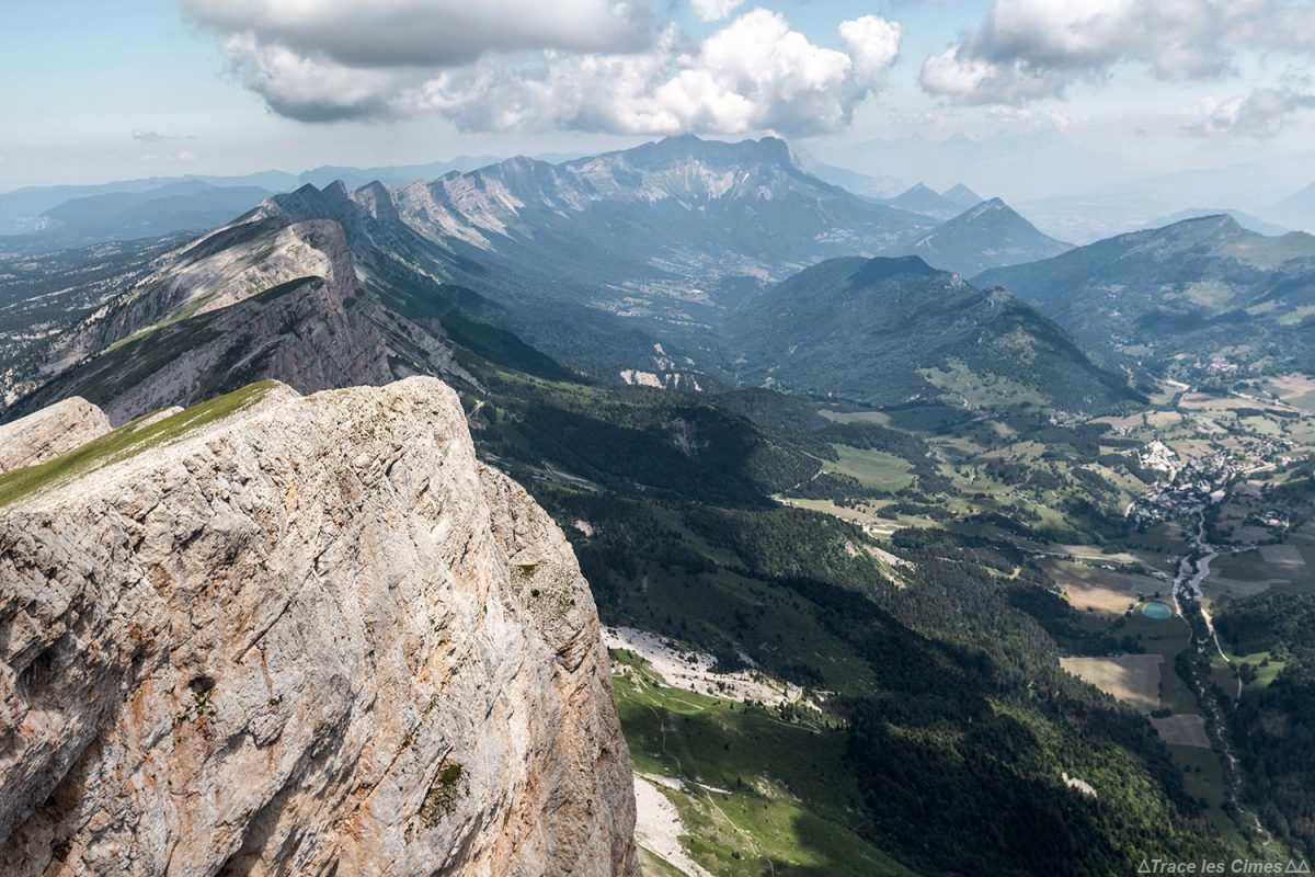 Barre rocheuse du Vercors depuis le sommet du Grand Veymont