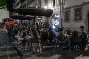 Terrasse du bar Tamerò Pastabar à Florence, Italie / Piazza Santo Spirito, Firenze by night
