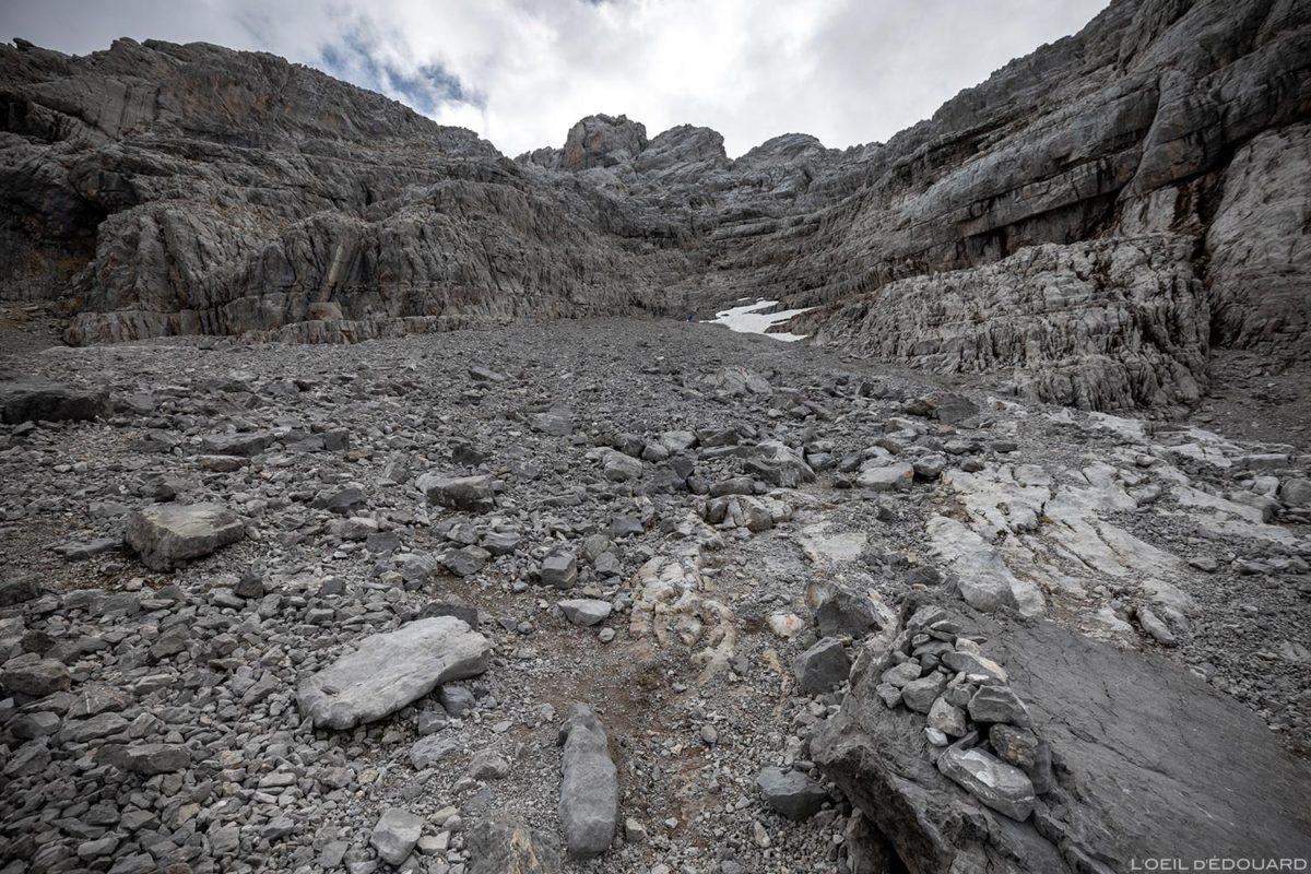 Pierrier sur l'itinéraire de randonnée de la Pointe Percée par la voie normale, Aravis / Haute-Savoie