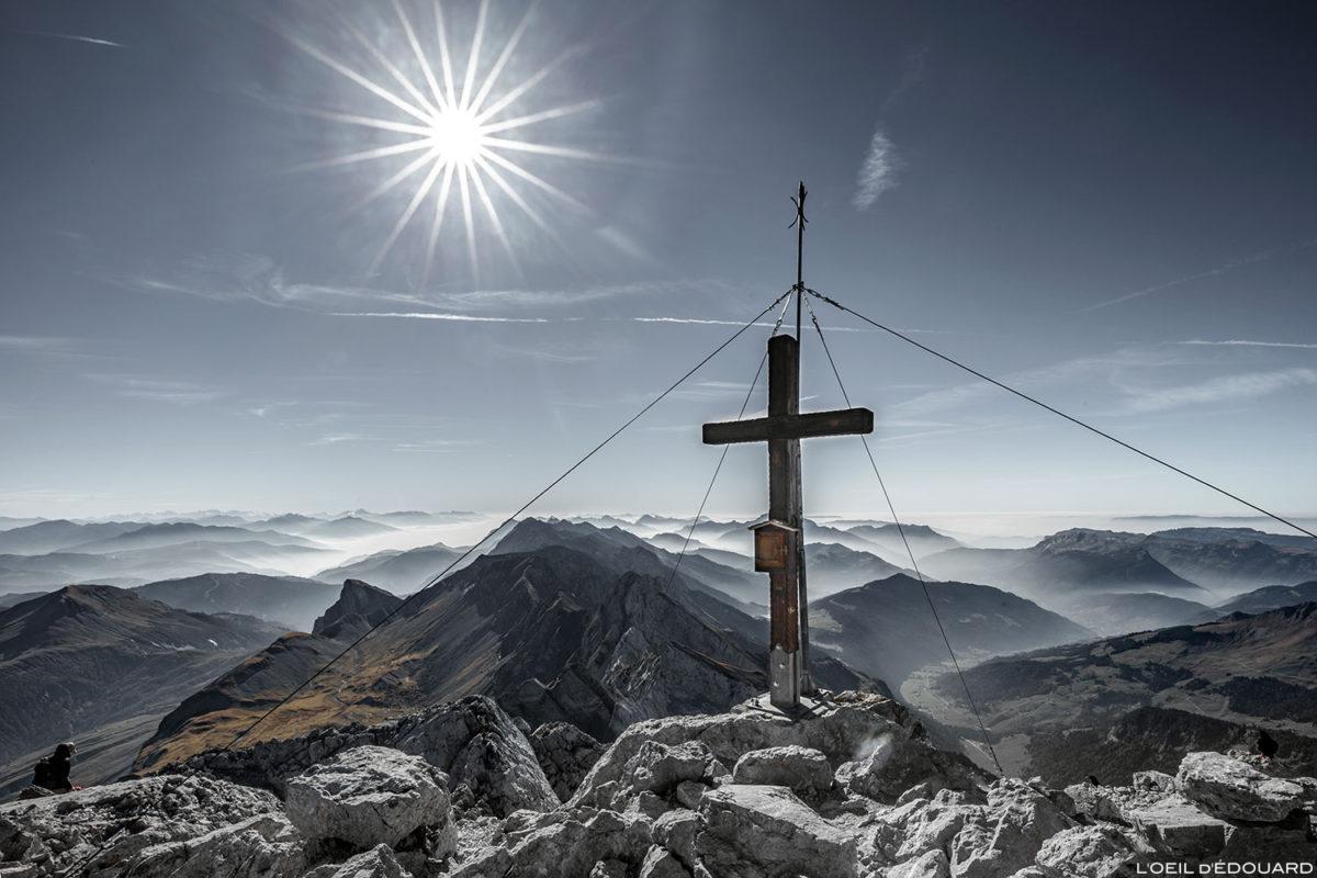 La croix au sommet de La Pointe Percée, Aravis / Haute-Savoie © L'Oeil d'Édouard - Tous droits réservés