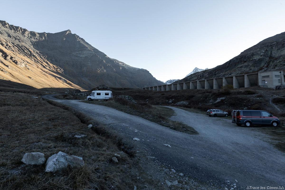 Parking Le Saut - Départ randonnée à l'Aiguille de la Grande Sassière, Alpes Grées Savoie