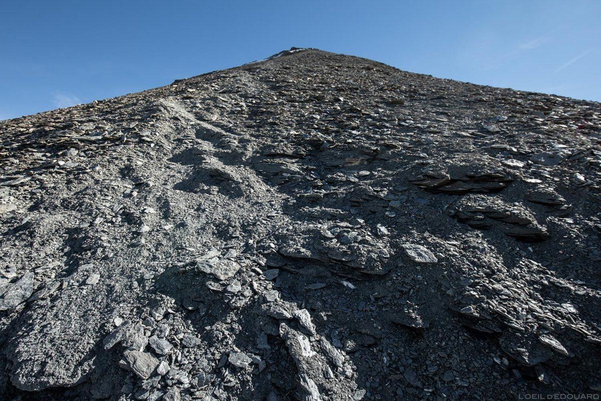 La dernière partie de randonnée à l'Aiguille de la Grande Sassière et le Glacier de la Sassière, Alpes Grées, Montagne Savoie